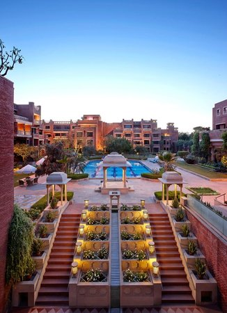 ITC Rajputana, Jaipur: Central Courtyard & Swimming Pool