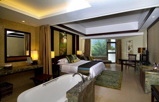 Yangshuo Resort: Riverview deluxe king bed room