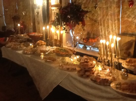 West Malling, UK: An evening buffet