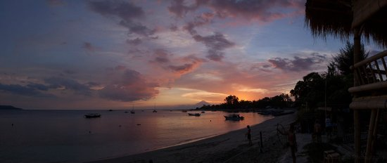 Gili Air, Indonesia: Sunset from the beach at Tami's Neverland
