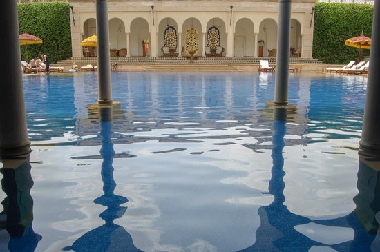 The Oberoi Amarvilas: looking into the sunny part of the pool