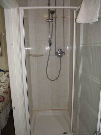 Romford, UK: Shower