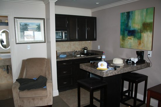 Laguna Riviera Beach Resort: Kitchenette area