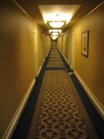 The Boston Park Plaza Hotel & Towers: Hallway to Room 889