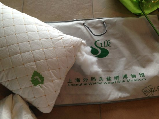 Pillow Fake Silk Picture Of Shanghai Jiangnan Silk