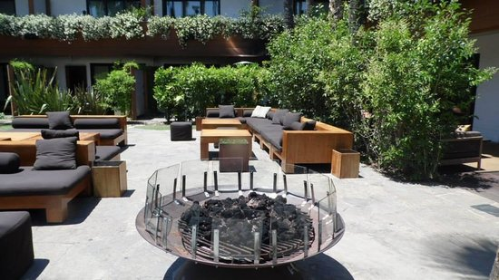 Hollywood Roosevelt Hotel - A Thompson Hotel : Pool Fire Pit/Lounge Area