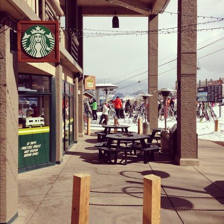 Snowmass Village, CO : Just a few steps from the slope!