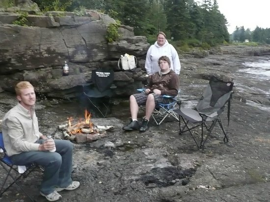 Gooseberry Cabins: Can't beat a campfire on the rocks by the lake