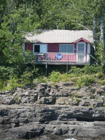 Gooseberry Cabins: Cabin #5 perched right on the edge of the lake