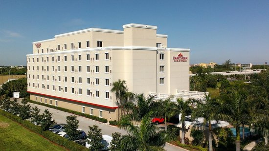 Hawthorn Suites by Wyndham West Palm Beach: Sunny Day