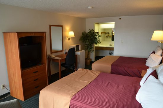 Price, UT: 2 Queen Guest Room