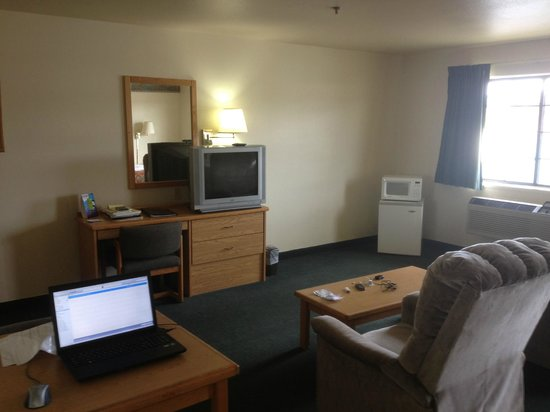 McCall, ID: Recliners, Coffee Table, TV, Mini Fridge, & Microwave
