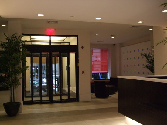 Broadway at Times Square Hotel: Refurbished lobby & front lounge