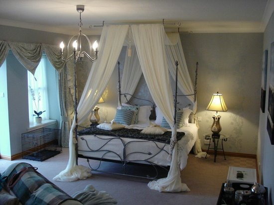 East Lothian, UK: Four poster bed - king size