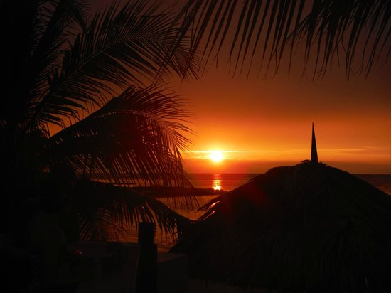 Holiday Inn SunSpree Resort Montego Bay: Sunset over the beach