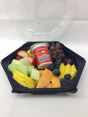 Secaucus, NJ: Fresh Fruit and Cottage Cheese