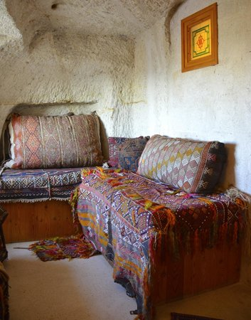 Uçhisar, Türkiye: Sitting Area in Room