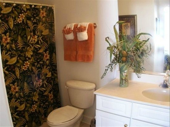 Emerald Isle Resort and Condominiums: 1 of 2 full bathrooms