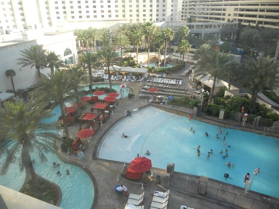 Monte Carlo Resort & Casino: Pool and lazy river area