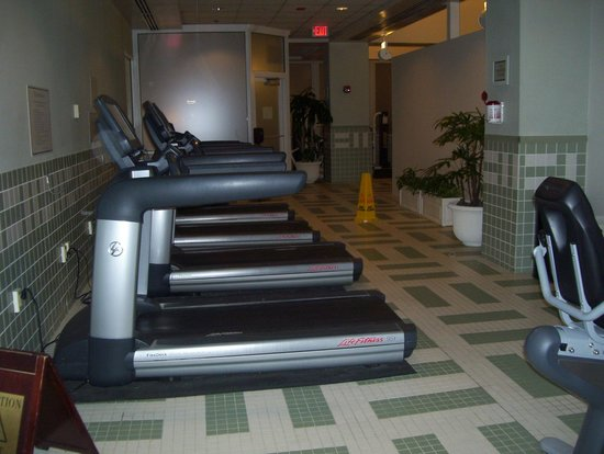 Philadelphia Airport Marriott: gym 2