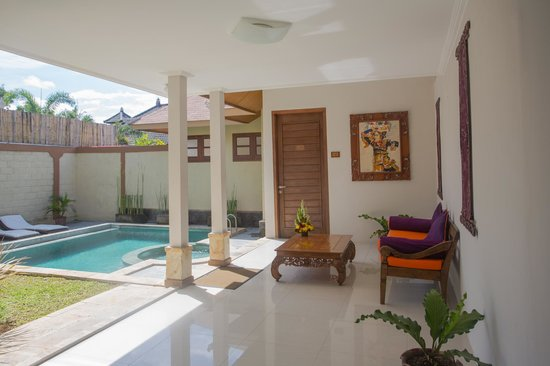 Desamuda Village: Living area 3 bedroom pool