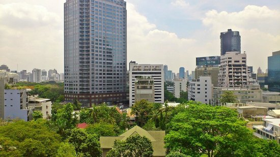 Bandara Suites Silom : View from the living room (10th floor)
