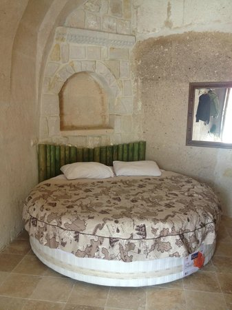 Flintstones Cave Hotel and Pension: Letto