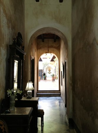 Villa Herencia: Corridor to rooms - Courtyard