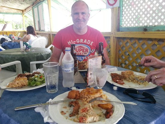 Speightstown, Barbade : I couldn't wait to take a photo so had already eaten half of my meal :)