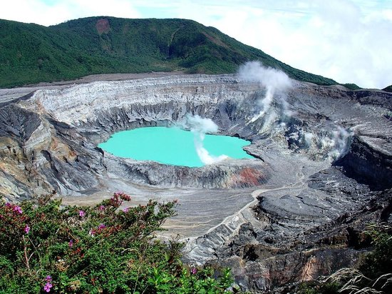 Poas Lodge and Restaurant: one of the craters form the Poas Volcano