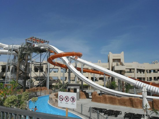 Coral Sea Waterworld Resort: Free Fall, Twilight Zone and Body Twister