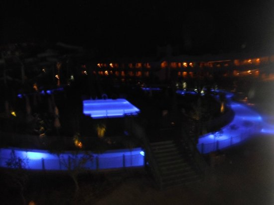 Coral Sea Waterworld Resort: Pools at night