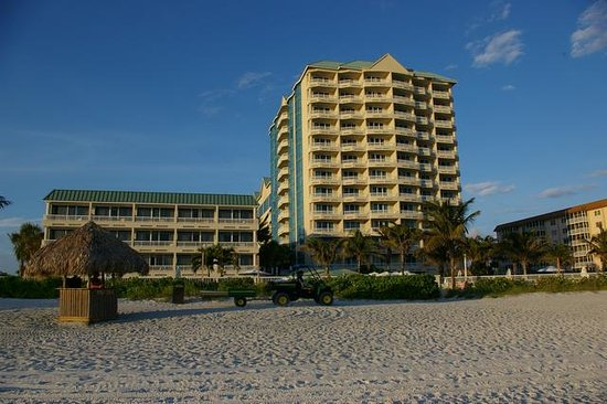 Lido Beach Resort : Resort from the beach