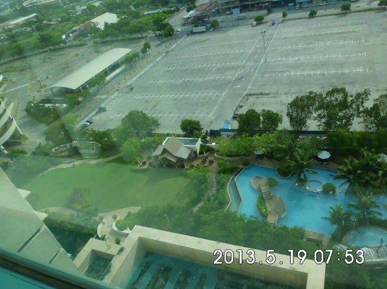 Radisson Blu Hotel Cebu: Another view of the Pool
