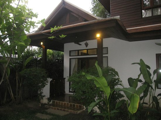 Baan Orapin Bed and Breakfast: Rear Wing Superior Single Porch