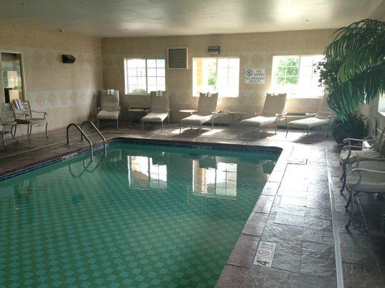 BEST WESTERN Manhattan Inn: Indoor Heated Pool
