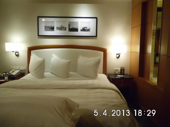 Pan Pacific Manila: King-size Comfy Bed & Pillows
