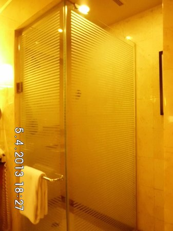 Pan Pacific Manila: Shower Enclosure