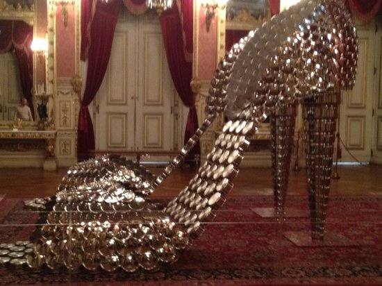 Olissippo Lapa Palace: Joana Vasconcelos - huge shoes made up of saucepans