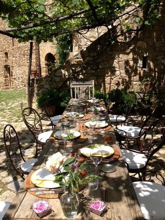 Castello di Vicarello: lunch on the terrace