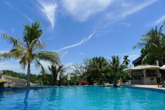 Jamahkiri Resort & Spa: Beautiful day to hang out by the pool