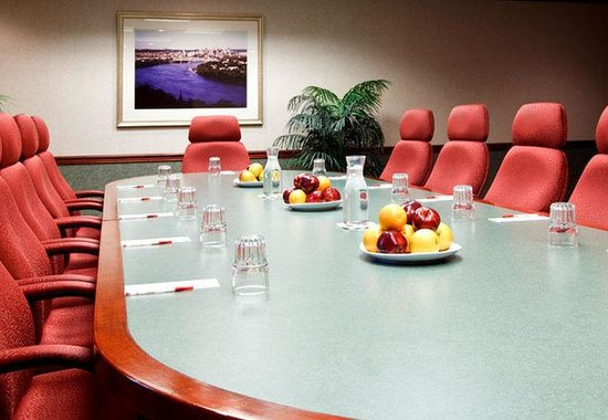 Windsor, CT: Executive Boardroom