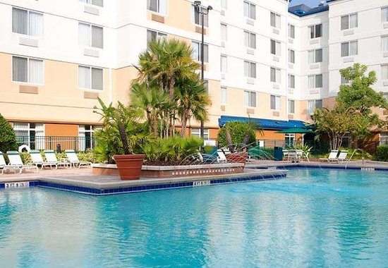 Fairfield Inn Orlando Lake Buena Vista in the Marriott Village: Outdoor Pool