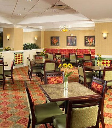 Fairfield Inn Orlando Lake Buena Vista in the Marriott Village: Breakfast Room