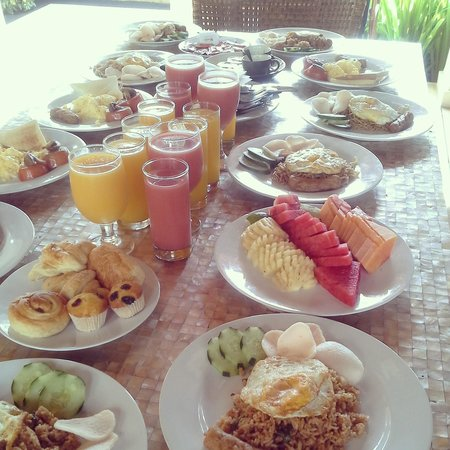 Pat-Mase, Villas at Jimbaran: Breakfast for 12 in 1 Villa?!