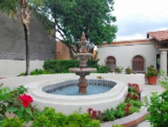 Ramada Tucson East: Fountain