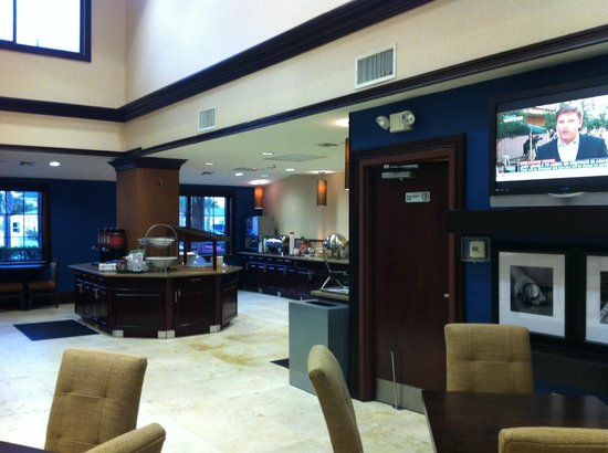 Hampton Inn & Suites St. Augustine-Vilano Beach: Lobby with Continental Breakfast