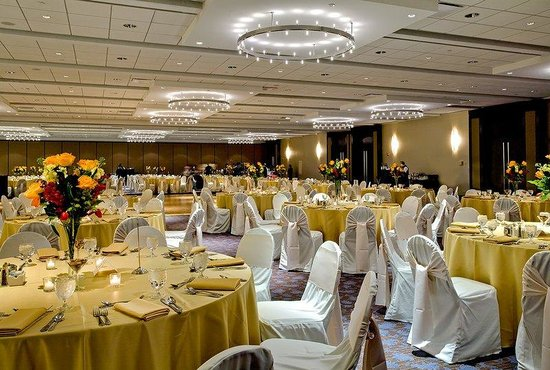 Rosemont, IL: Our ballroom offers over 23,000 square feet of space.