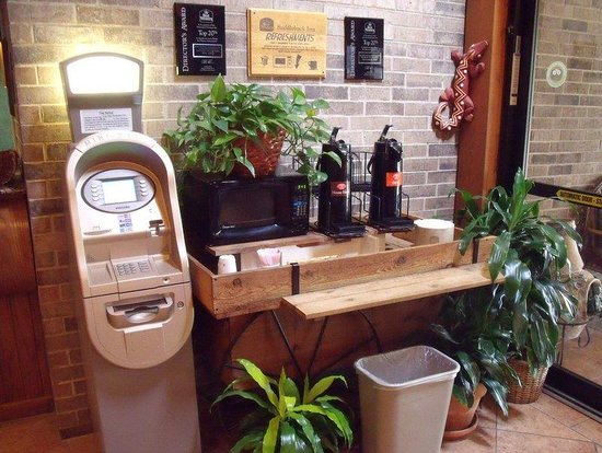BEST WESTERN PLUS Saddleback Inn & Conference Center: Lobby Coffee and ATM