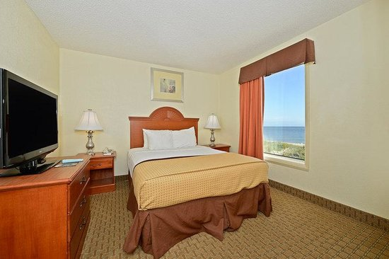 BEST WESTERN PLUS Holiday Sands Inn & Suites: Suite Bedroom